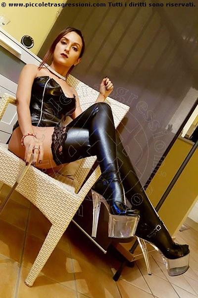 Mistress autoritaria in tour a rimini ForumMistress.it